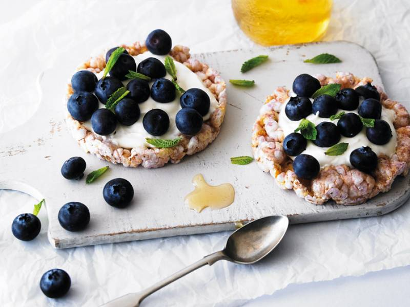 Ever so merry with yoghurt & berries!